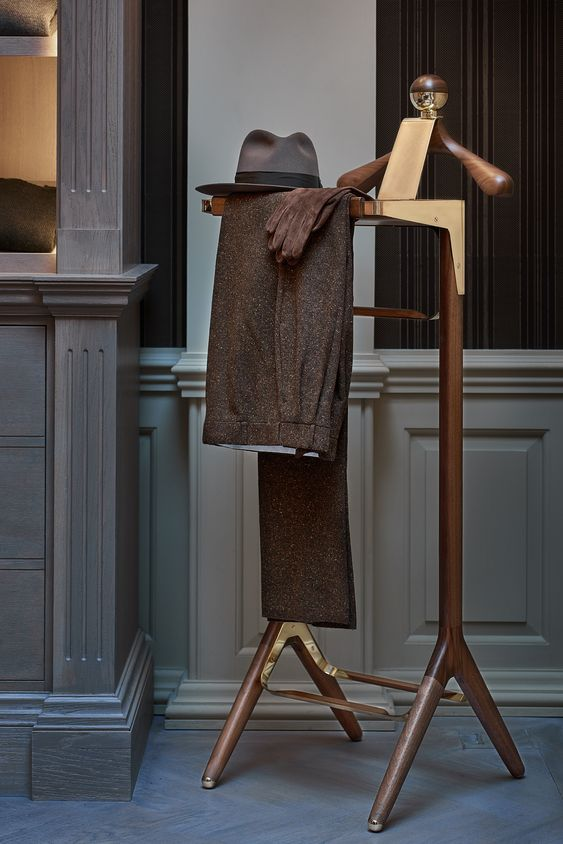 The Classical Valet Stand